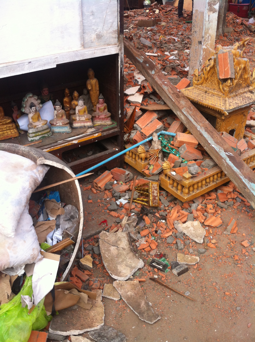 Buddhas, red bricks and rubble