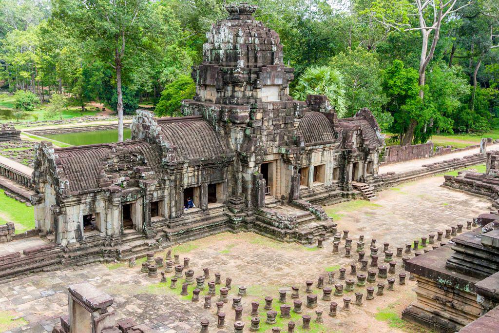 Exploring Angkor Wat Temple Complex in Cambodia 03